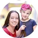 Tanárnő adományoz hajat a kisdiáknak